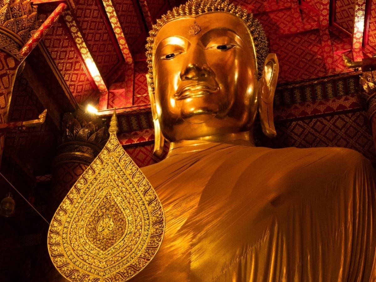 giant gold Thai Buddha